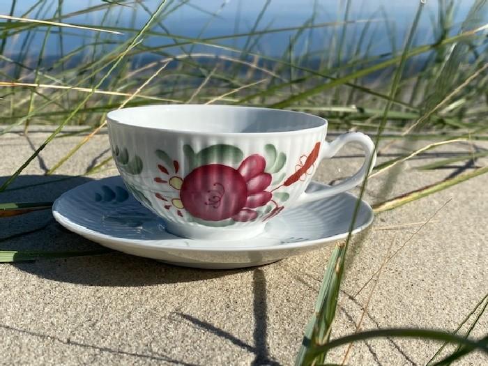 """Teetasse und Untere """"Ostfriesenrose"""""""